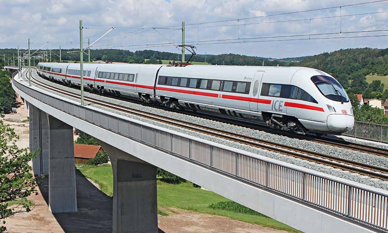 Das Produktionssystem von DB Fernverkehr: ice faehrt ueber eine bruecke