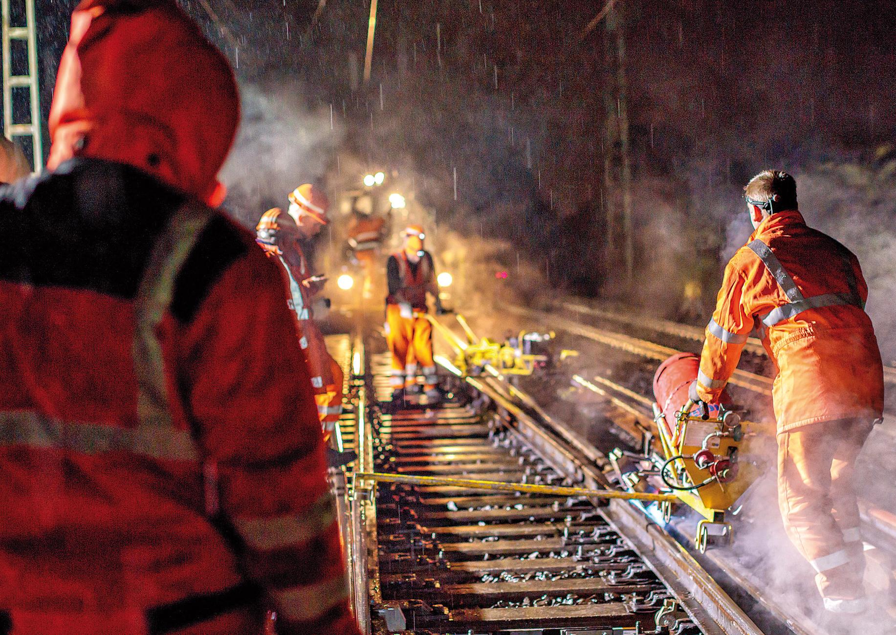 nächtliche Bauarbeiten im Gleis