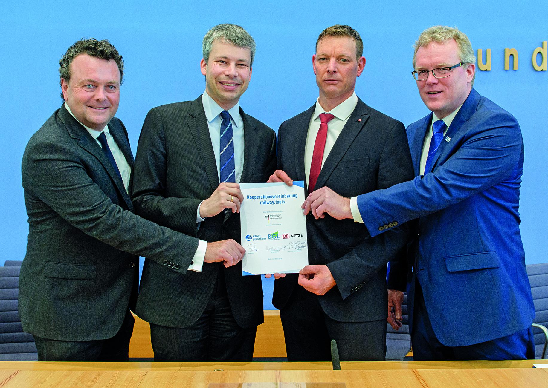 Stephan Kühn (DB Netz), Steffen Bilger (BMVI), Dirk Engelhardt (BGL), Dirk Flege (Allianz pro Schiene) (v.l.)