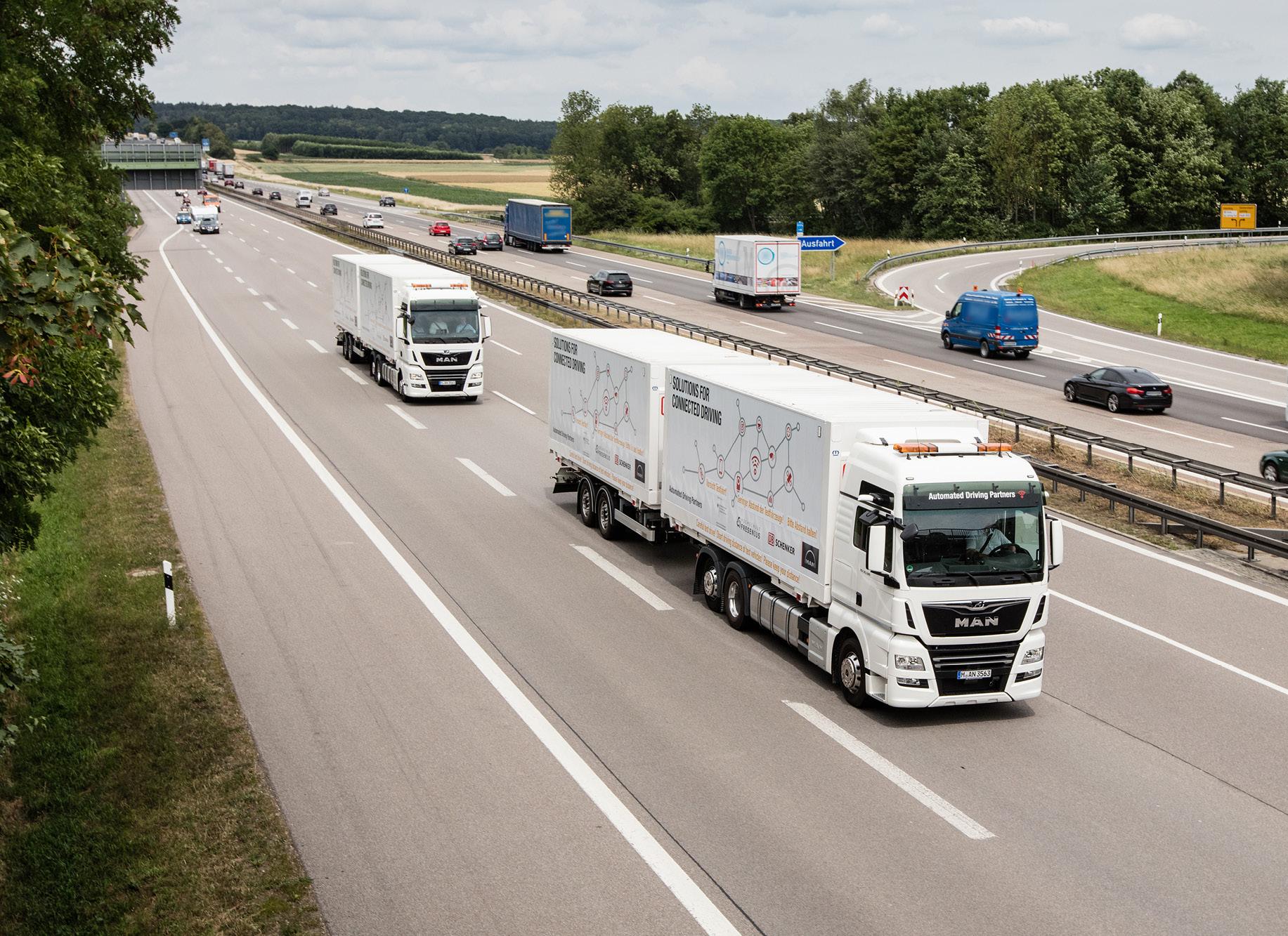 LKW der DB auf der Autobahn