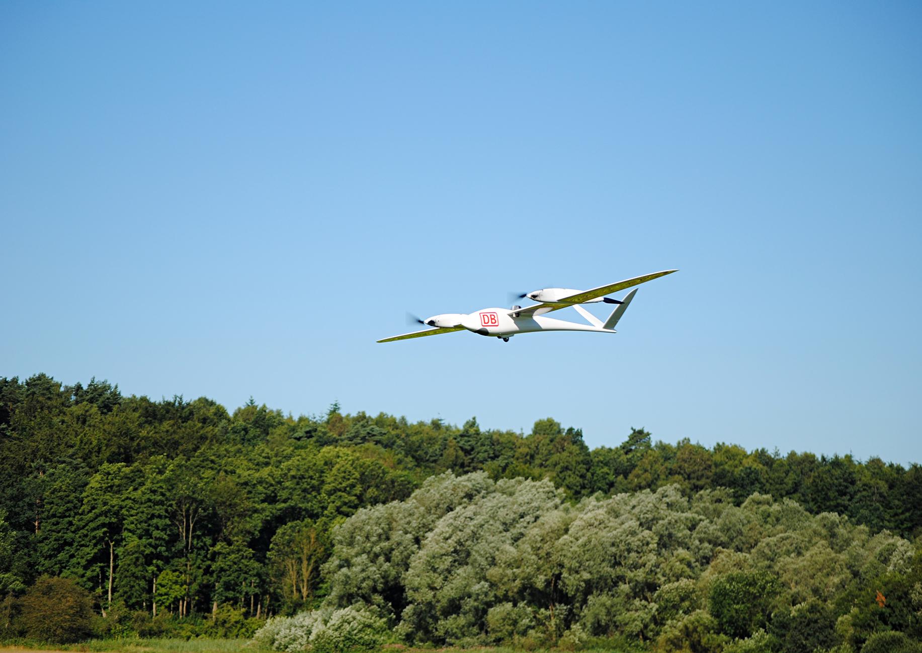 Drohne über Wald