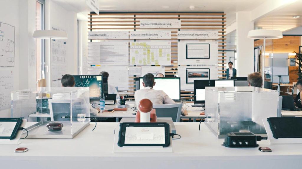 Großraumbüro der DB Cargo mit PC Arbeitsplätzen