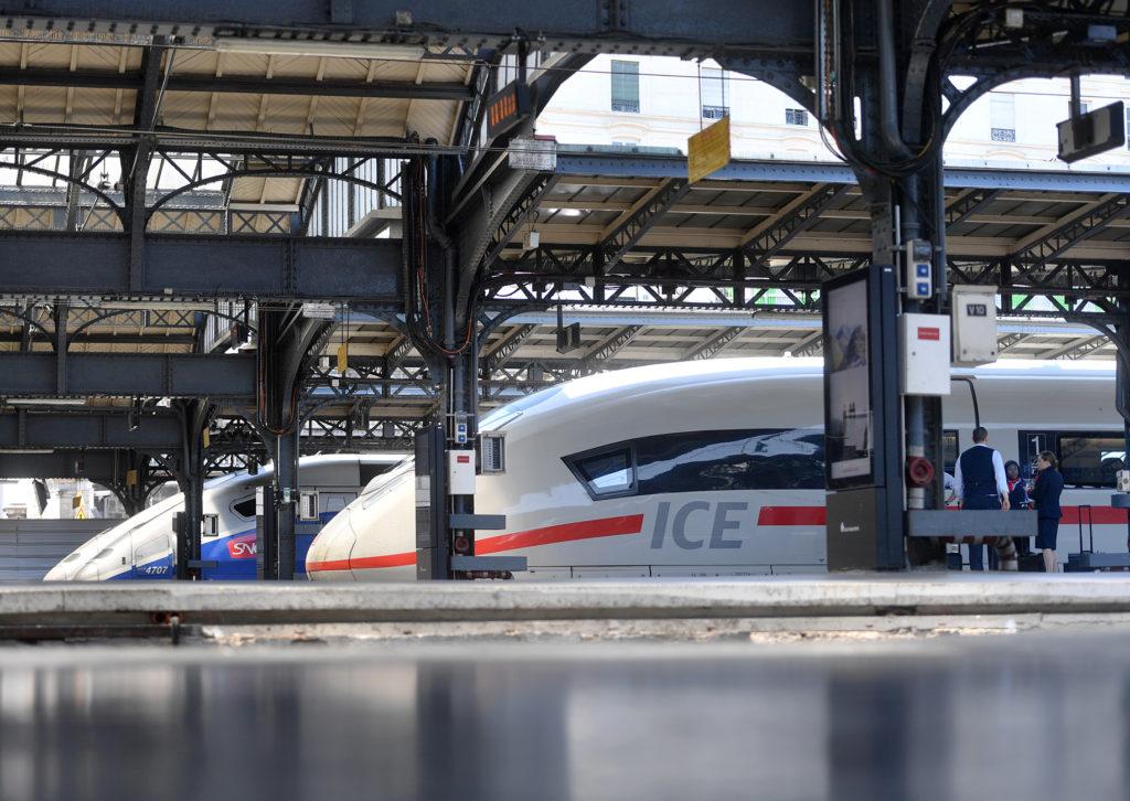 ICE und TGV-Züge im Bahnhof in Paris