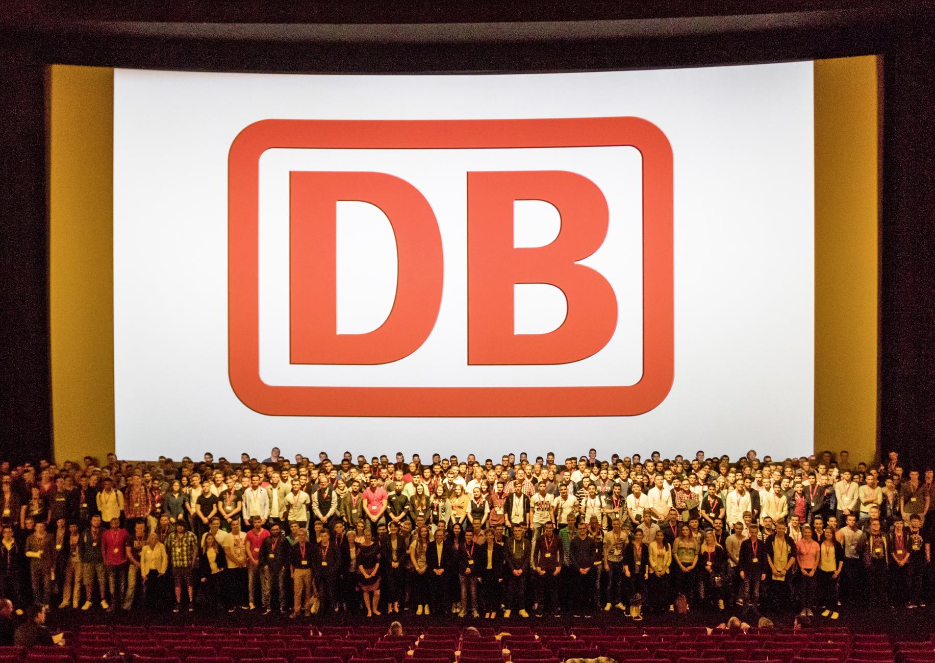 Duale Studenten und Azubis der Deutschen Bahn beim Start in das Ausbildungsjahr 2016