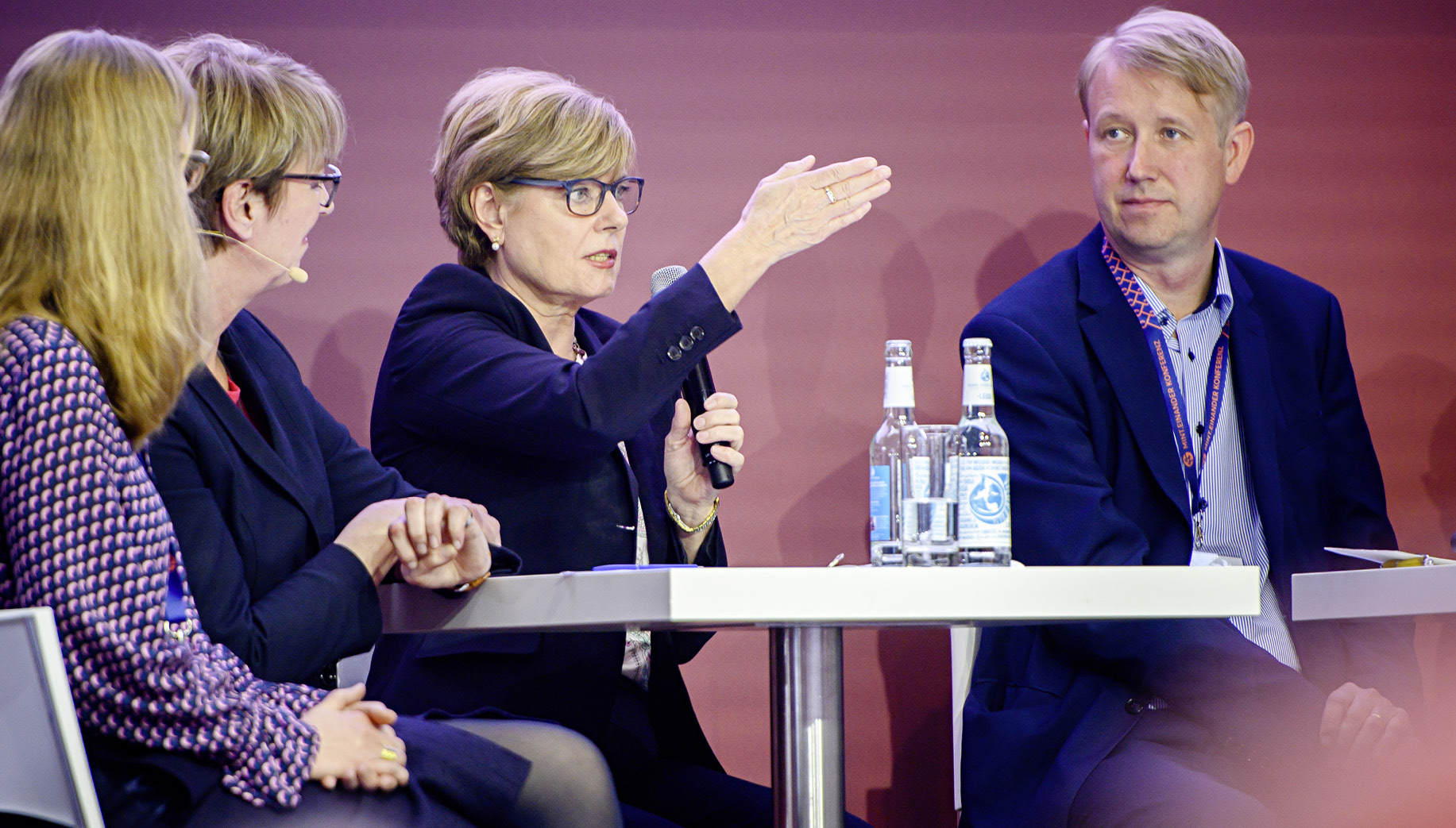 Auf dem Podium: Moderatorin Judith Schulte- Loh (WDR), Helga Lukoschat (EAF), Christian Berg (AllBright)