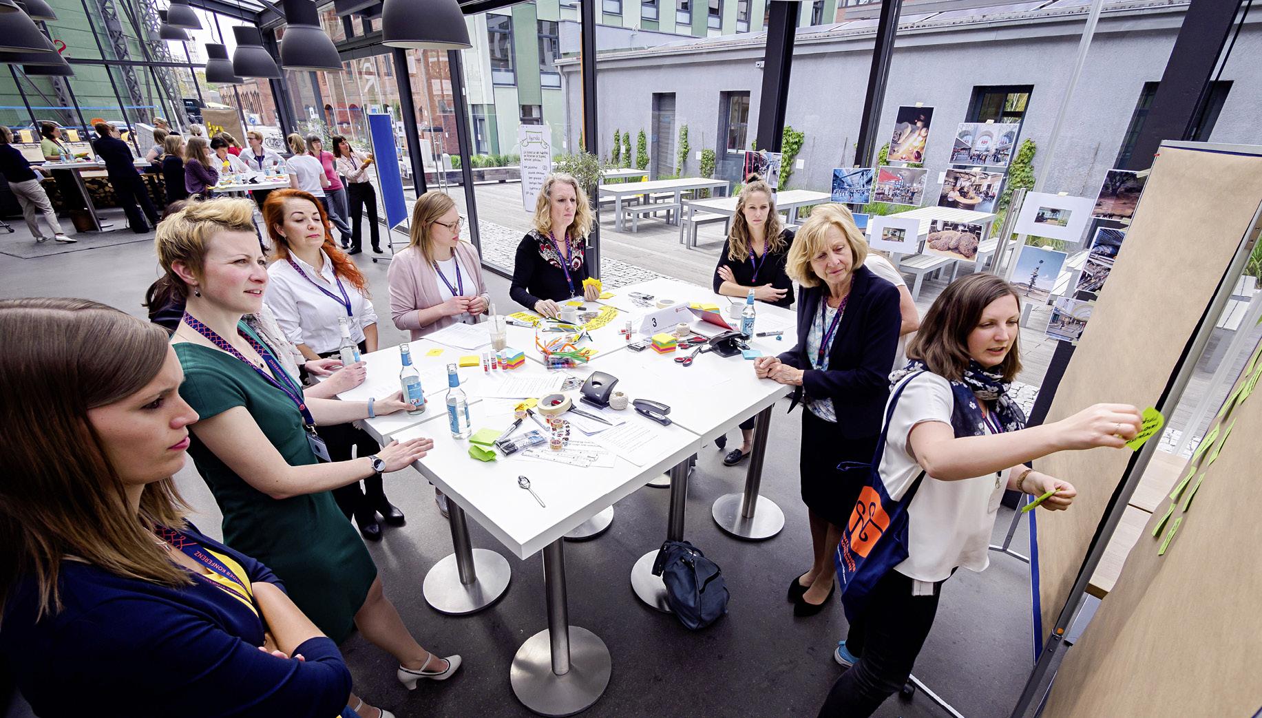 Teilnehmerinnen in einem Workshop