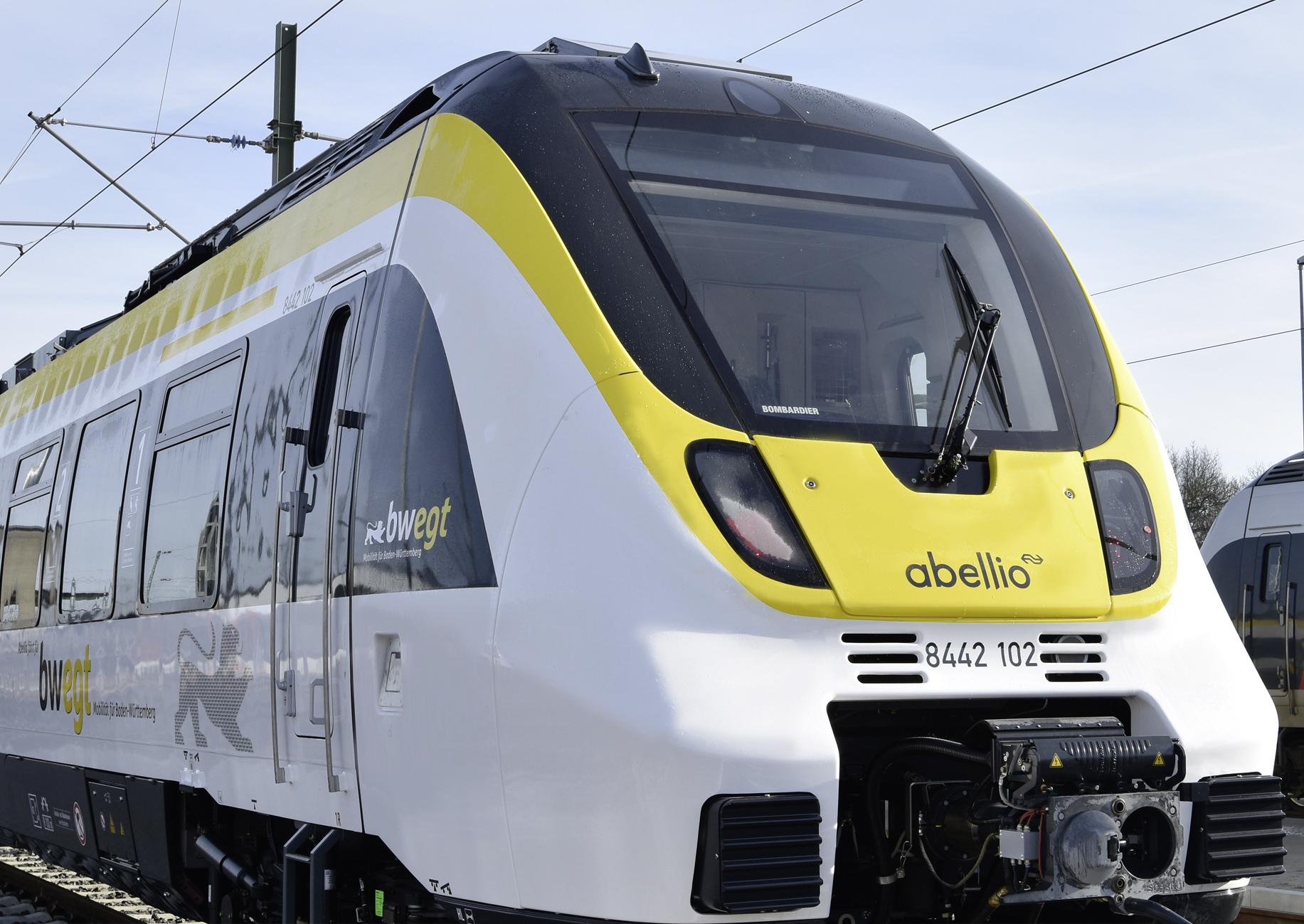 Ein Triebzug von Abellio in Stuttgart mit leerem Führerstand