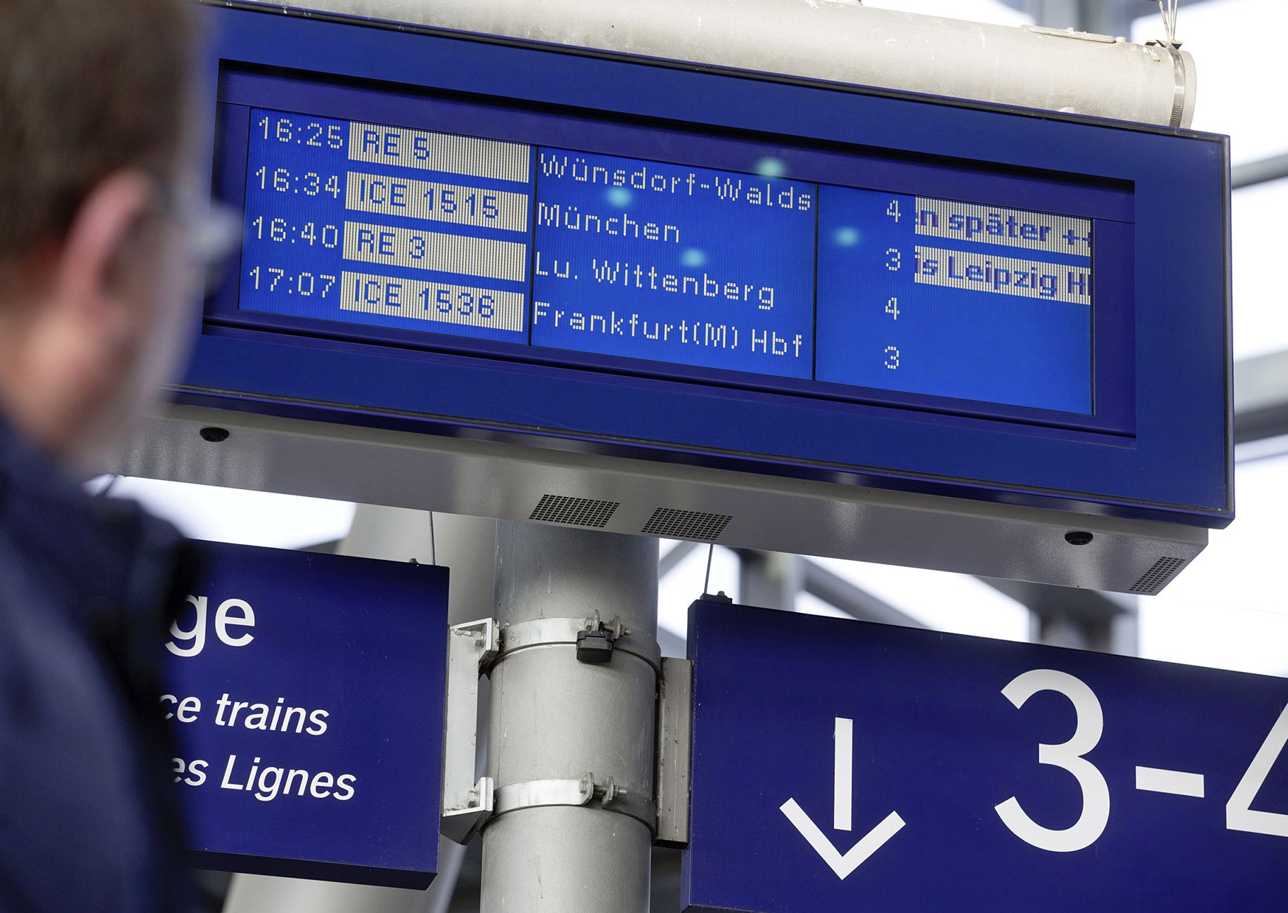 Zugzielanzeige im Bahnhof Berlin Südkreuz