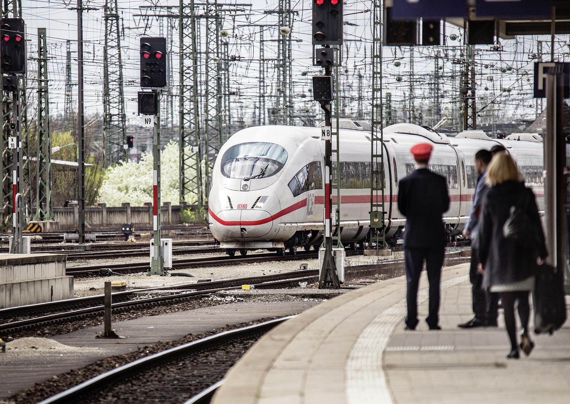 ICE 3 bei der Einfahrt in den Hbf Nürnberg