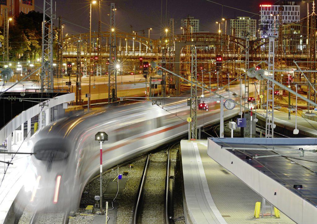 München Hauptbahnhof am Abend