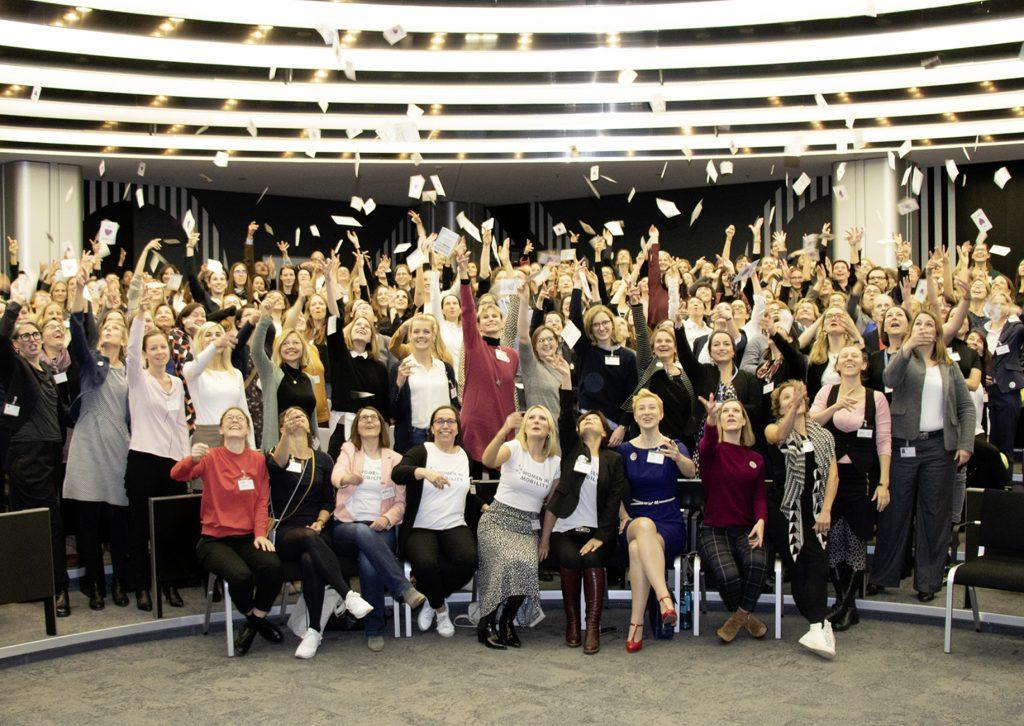 Gruppenbild mit Teilnehmerinnen des Women in Mobility Kongress 2019
