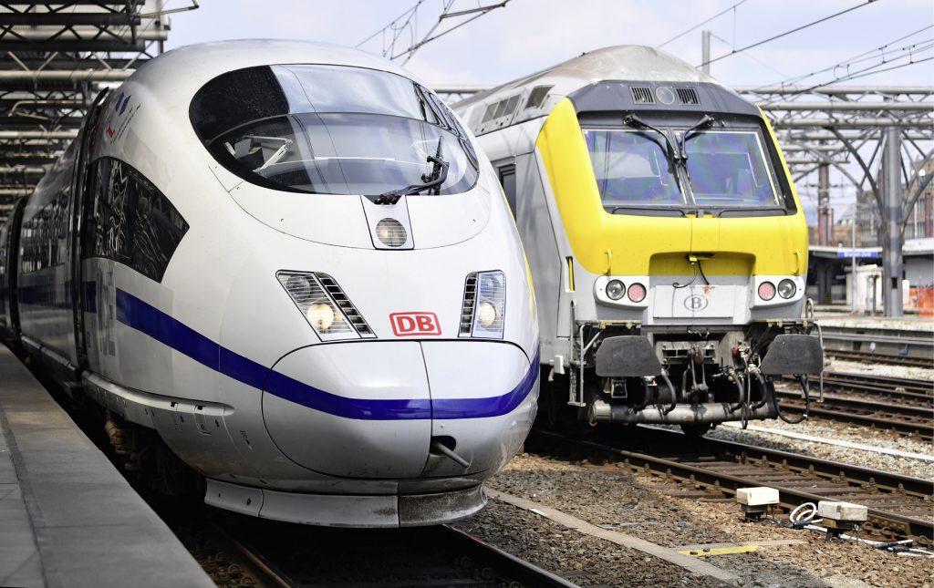 """Der ICE """"Europa"""" im Bahnhof Brüssel"""