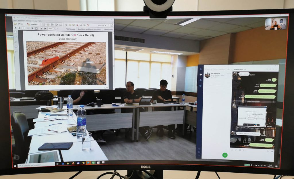 Blick in einen Seminarraum am Bildschirm