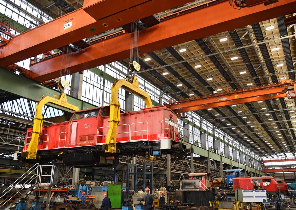 Werk der schweren Instandhaltung in Cottbus - Revision einer Diesellok der Baureihe 298