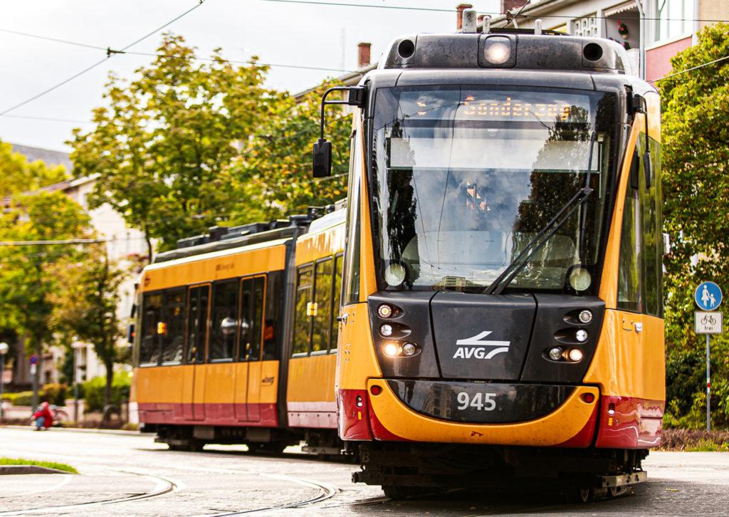 Tram in Karlsruhe unterwegs